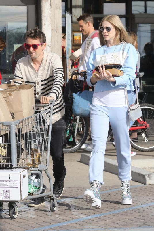 ELLE EVANS Out Shopping in Malibu 12/22/2017