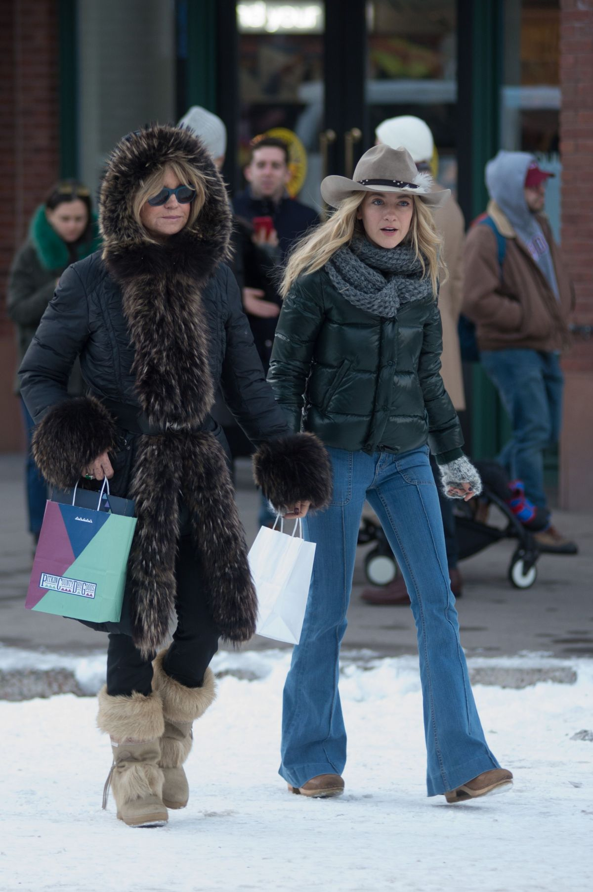 GOLDIE HAWN Out Shopping in Aspen 12/22/2017 - HawtCelebs