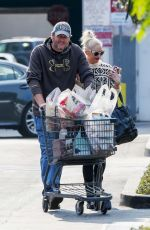 GWEN STEFANI and Blake Shelton Shopping at Gelson