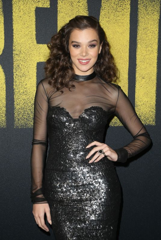 HAILEE STEINFELD at Pitch Perfect 3 Premiere in Hollywood 12/12/2017