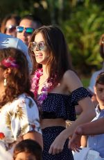 HAILEE STEINFELD Learns a Hawaiian Dance in Maui 12/28/2017