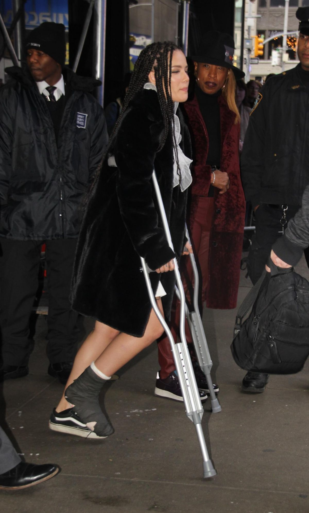 Good Morning America Latest News : Halsey leaves good morning america in new york
