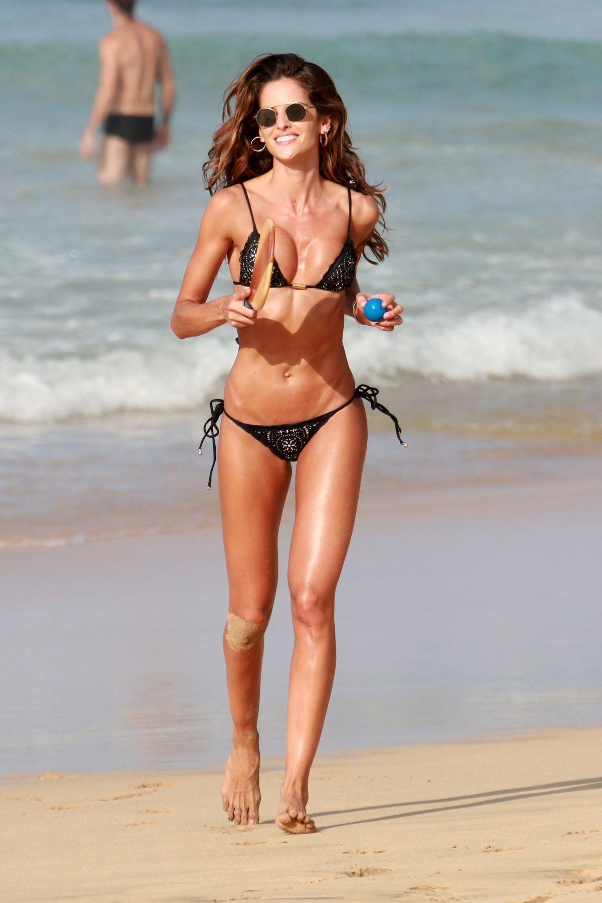 Izabel Goulart in Bikini and Kevin Trapp on the beach in Fernando de Noronha Pic 34 of 35