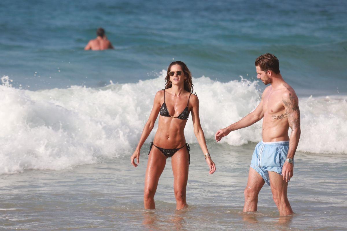 Izabel Goulart in Bikini at Cacimba Do Padre Beach in Fernando De Noronha Pic 7 of 35