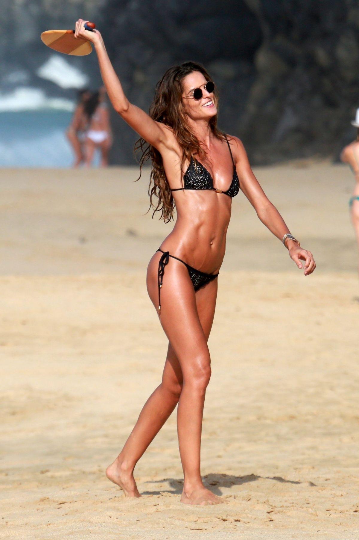 Izabel Goulart in Bikini and Kevin Trapp on the beach in Fernando de Noronha Pic 6 of 35