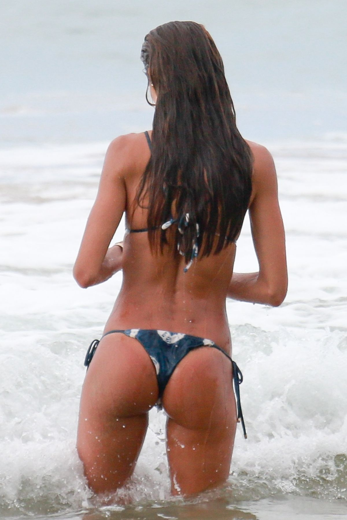 Izabel Goulart in Bikini and Kevin Trapp on the beach in Fernando de Noronha Pic 4 of 35