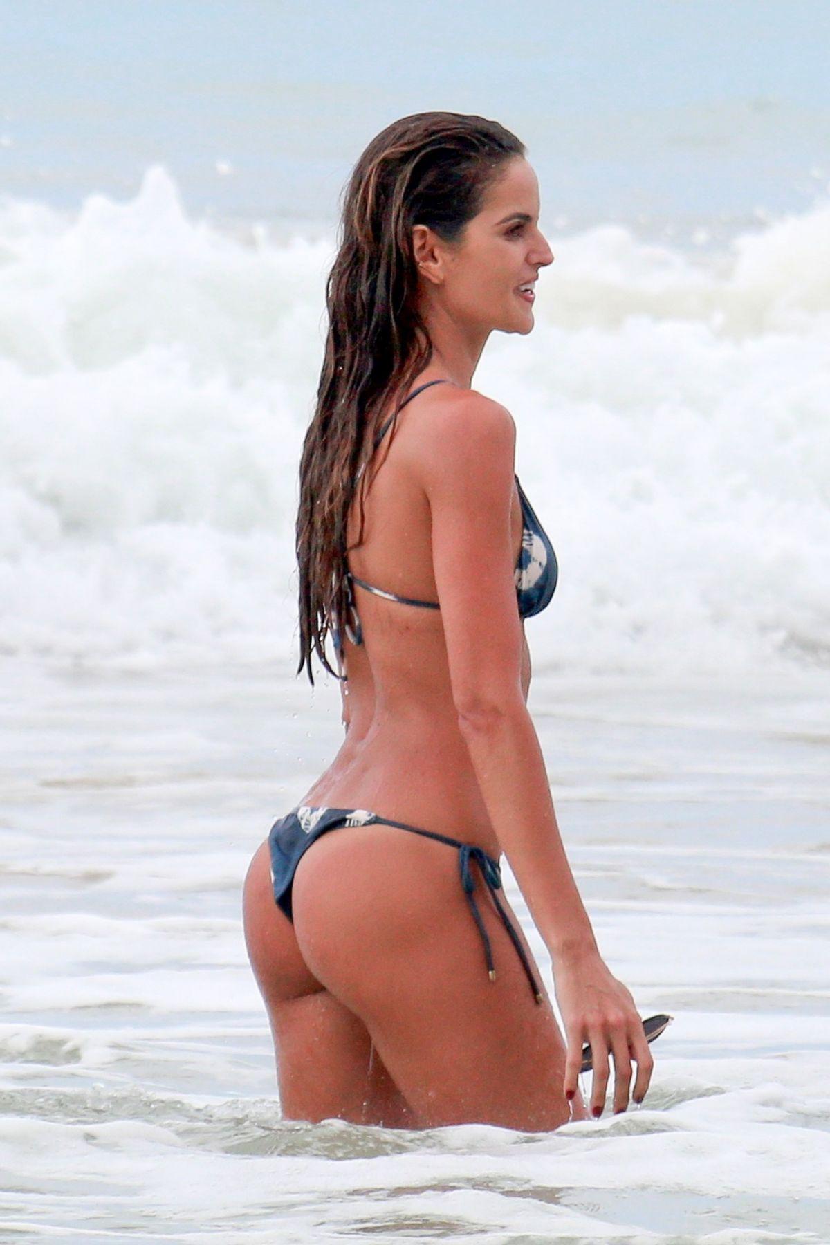 Izabel Goulart in Bikini and Kevin Trapp on the beach in Fernando de Noronha Pic 23 of 35