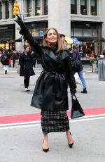 JENNIFER LOPEZ  Hailing a Cab in New York 12/08/2017