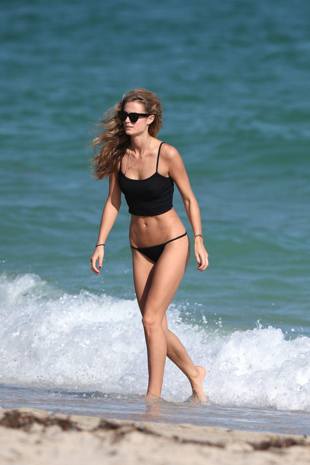 Kate Bock Bikini candids at the beach in Miami Beach Pic 28 of 35