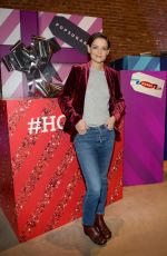 KATIE HOLMES at Old Navy x Popsugar Deck Hauls Gifting Pop-up in New York 12/09/2017