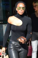 KELLY ROWLAND Leaves Whole Foods Market in Sherman Oaks 12/01/2017