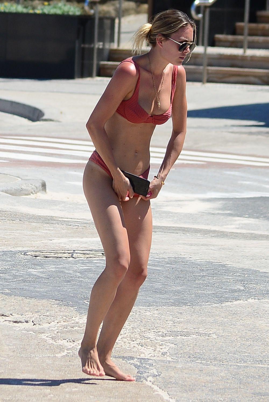 Kendal Lee Schuler Black Bikini at Bondi Beach Pic 6 of 35
