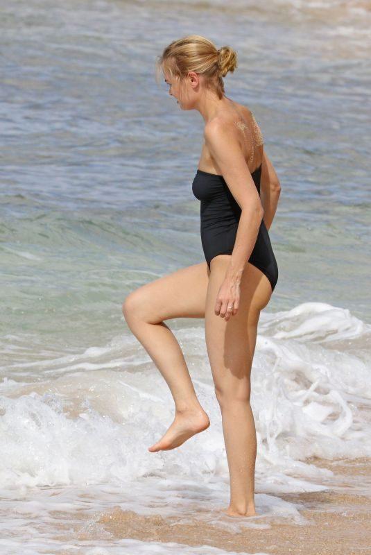 LARAQ BINGLE in Swimsuit on the Beach in Hawaii 11/24/2017