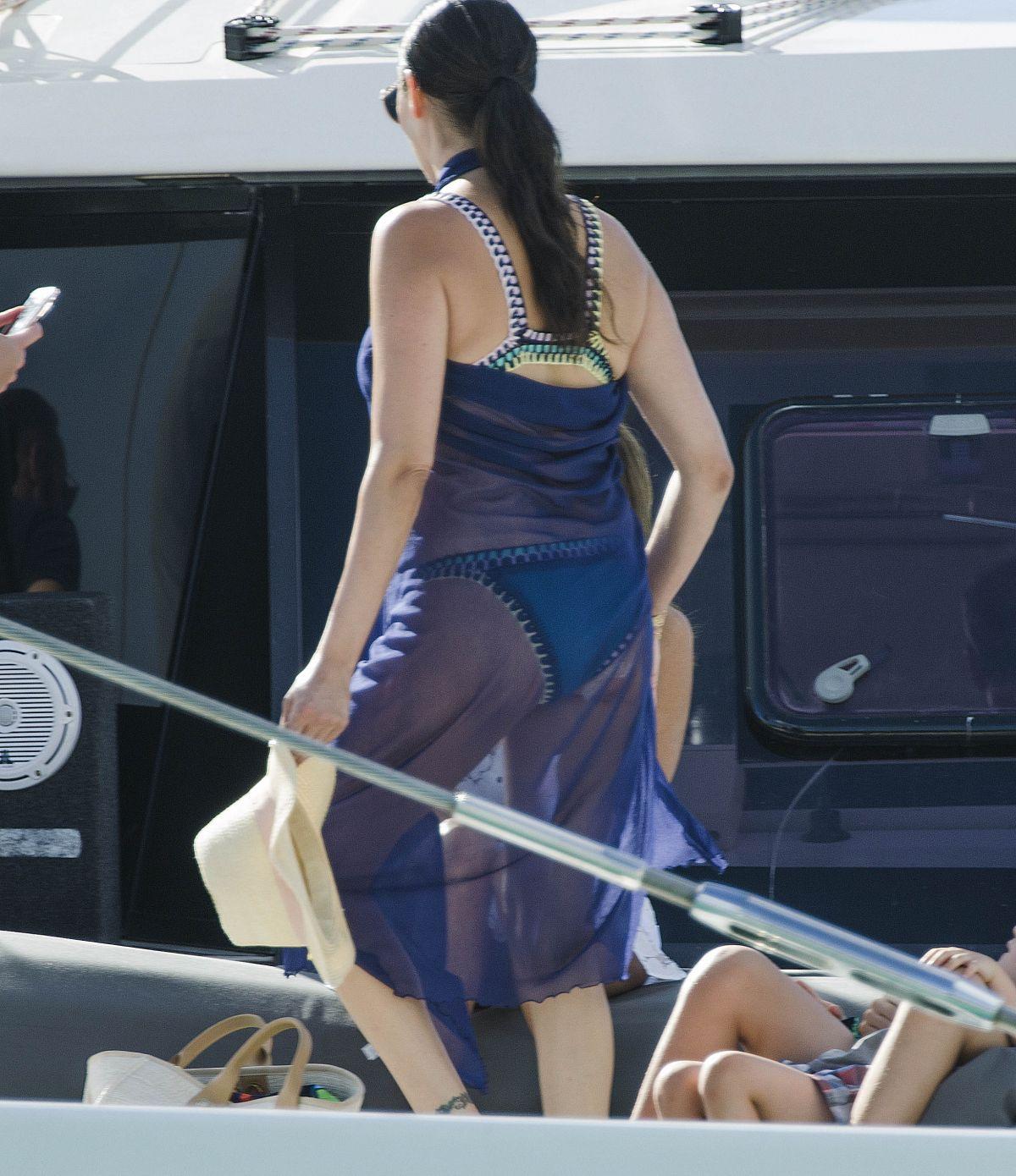 Sofia Jamora in Bikini on the beach in Maui Pic 6 of 35