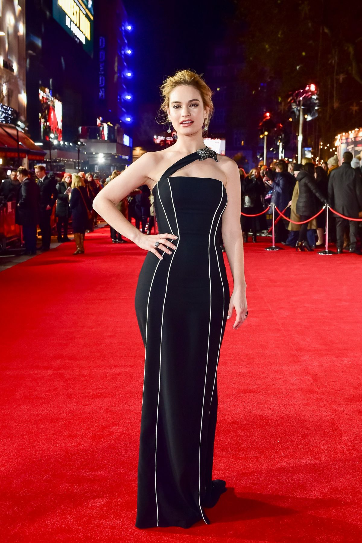 lily james at darkest hour premiere in london 12112017