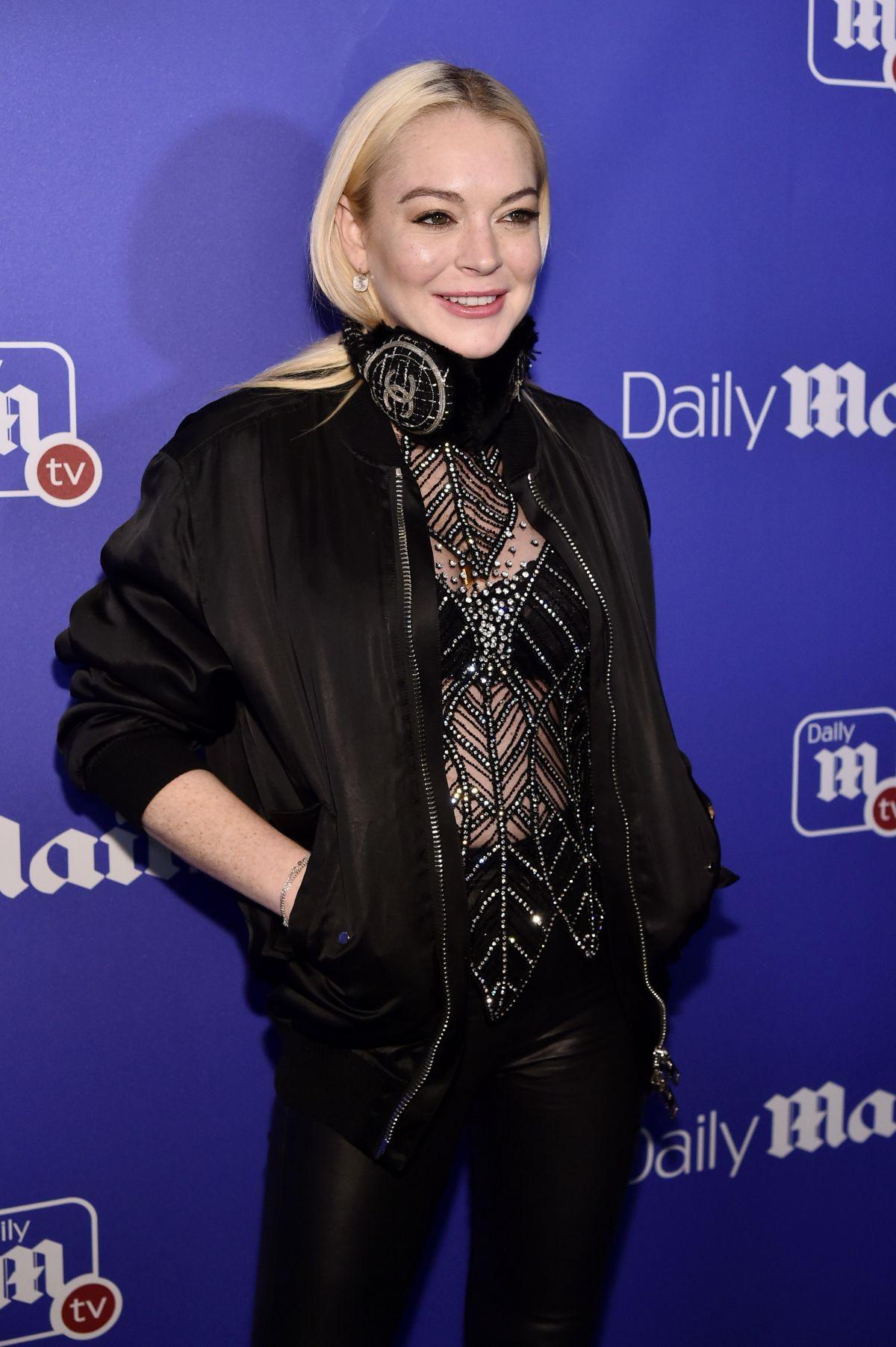 Lindsay Lohan - HawtCe...