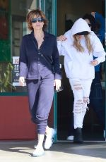 LISA RINNA and AMELIA and DELILAH HAMLIN Out at Lake Forest 12/02/2017