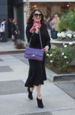 LISA VANDERPUMO Shopping on Rodeo Drive in Beverly Hills 12/29/2017
