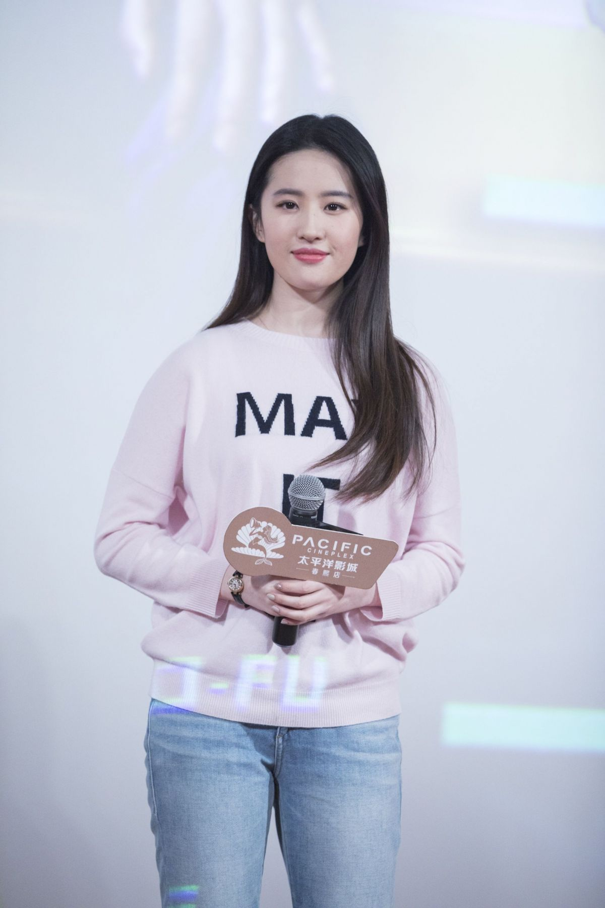 Liu Yifei At Hnson And The Beast Photocall In Chengdu City 12 20
