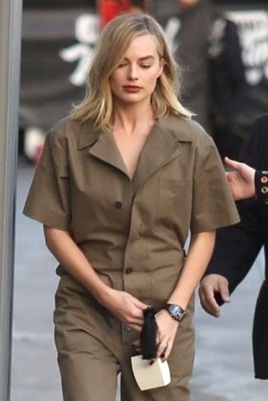 MARGOT ROBBIE Arrives at Jimmy Kimmel Live! in Hollywood 12/04/2017