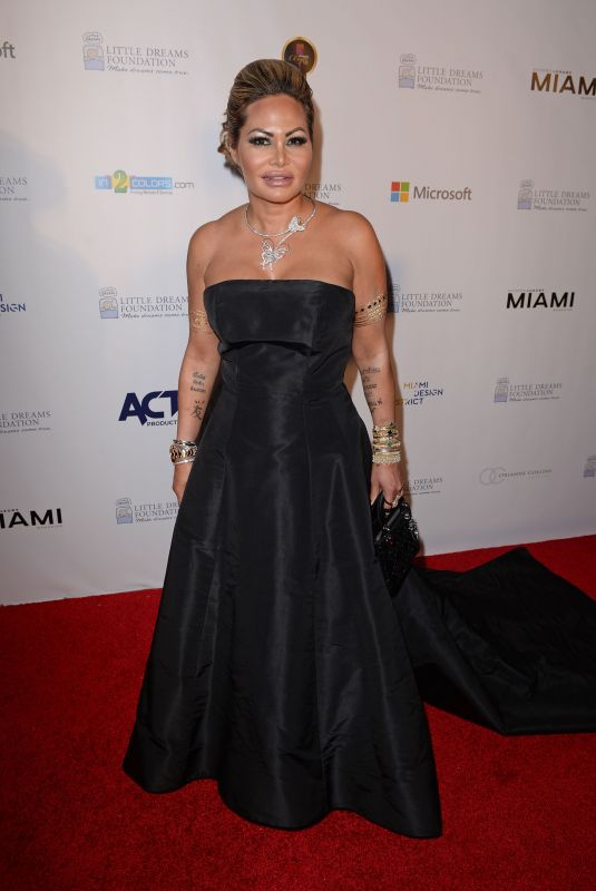 ORIANNE COLLINS at Little Dreams Foundation Gala in Miami 12/09/2017