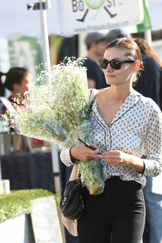 PHOEBE TONKIN Shopping at Farmer