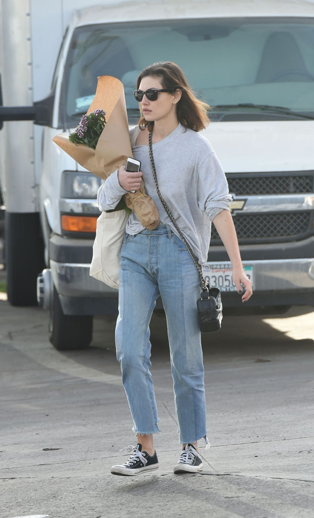Phoebe Tonkin Ping At Farmers Market In Los Angeles 12 10 2017