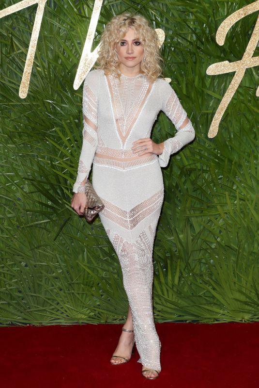 PIXIE LOTT at Fashion Awards 2017 in London 12/04/2017