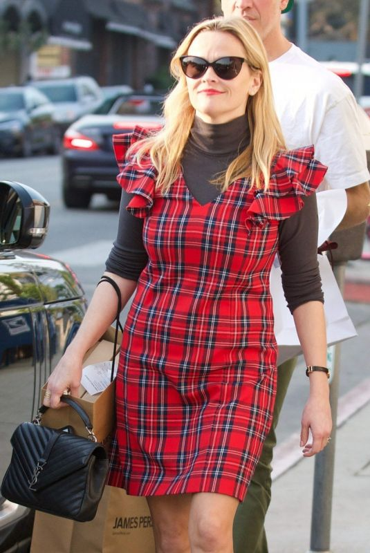 REESE WITHERSPOON Out Shopping in Brentwood 12/16/2017