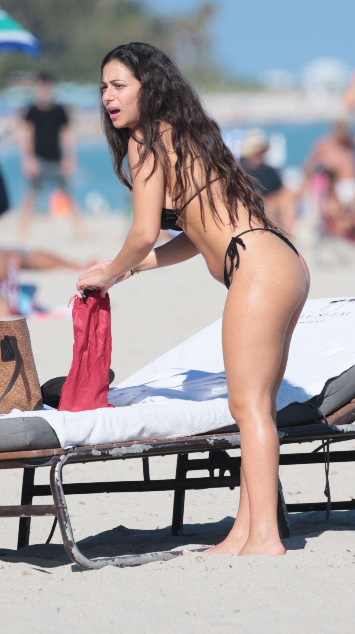 Shira Yaakov in Bikini at the beach in Miami Pic 1 of 35