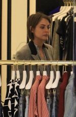 WILLA HOLLAND Shopping at The Grove in Los Angeles 12/04/2017