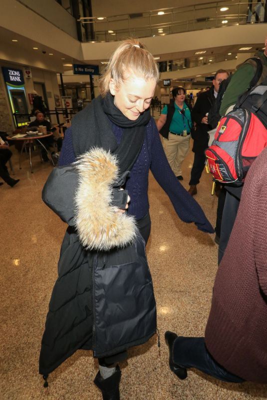ANNA BARYSHNIKOV at Salt Lake City International Airport in Park City 01/18/2018