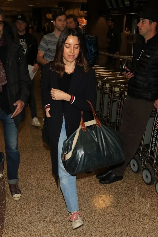 AUBREY PLAZA at Salt Lake City International Airport in Park City 01/18/2018