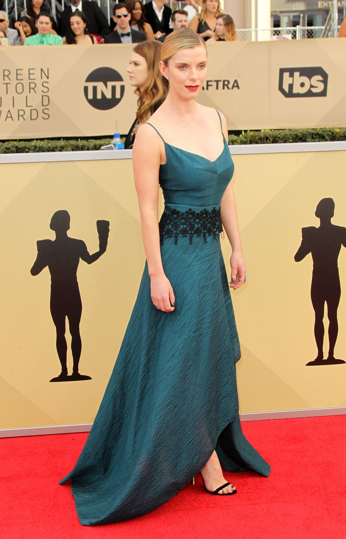 Betty Gilpin At Screen Actors Guild Awards 2018 In Los Angeles 01 21 2018 Hawtcelebs