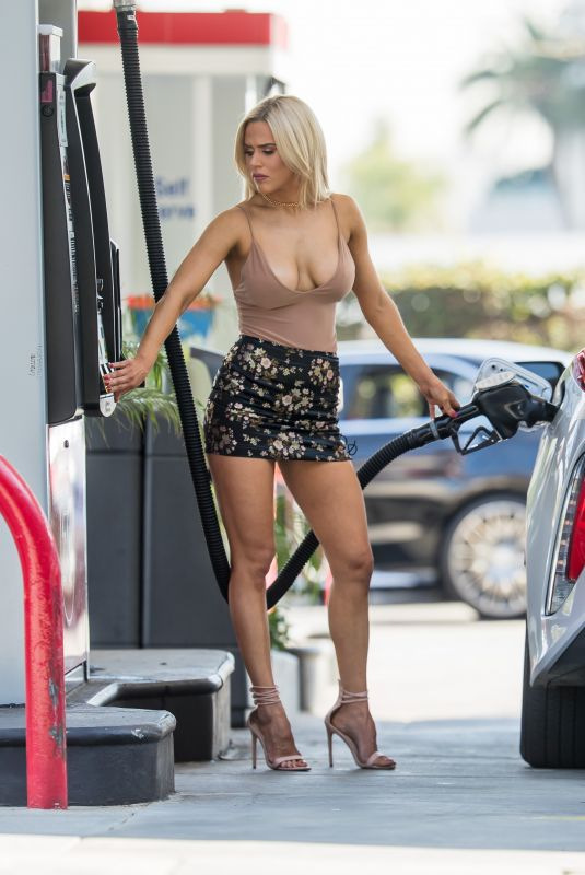 CJ LANA PERRY at a Gas Station in Beverly Hills 01/19/2018