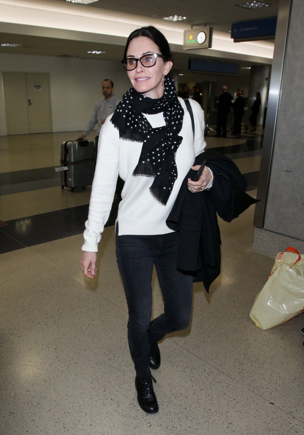 Courtney Cox At Los Angeles International Airport 01 21