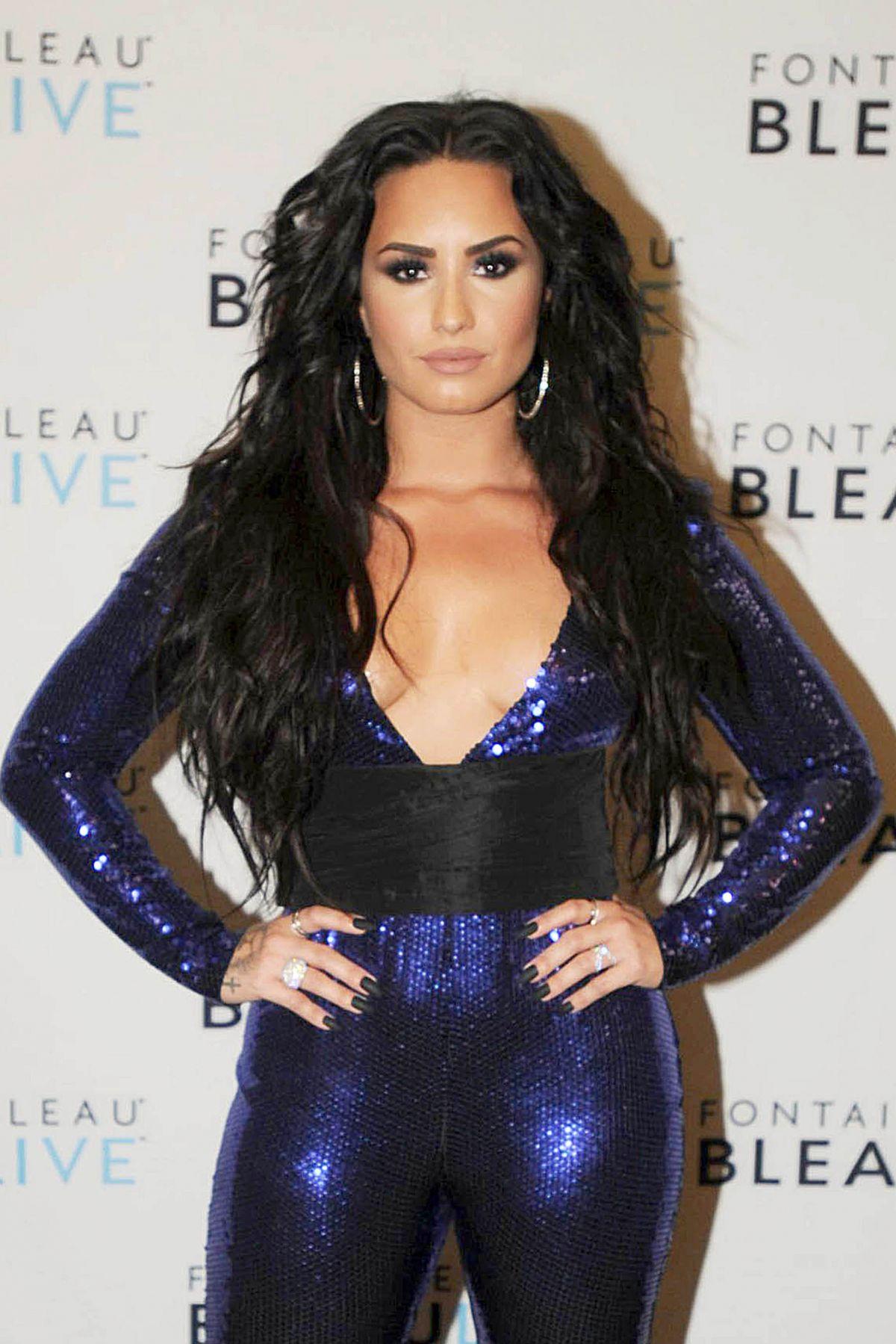 Demi Lovato – Fontainebleau Miami Beach Rings