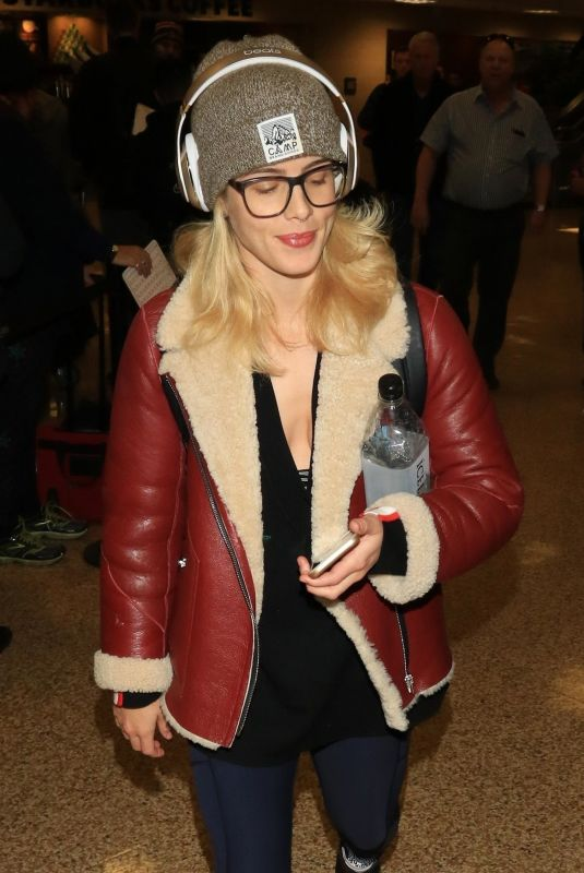 EMILY BETT RICKARDS at Salt Lake City International Airport in Park City 01/18/2018
