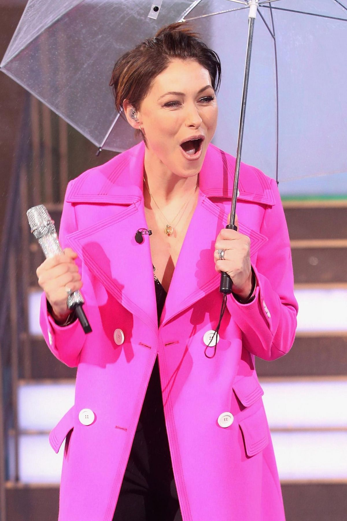 Emma willis celebrity big brother launch night in england new photo