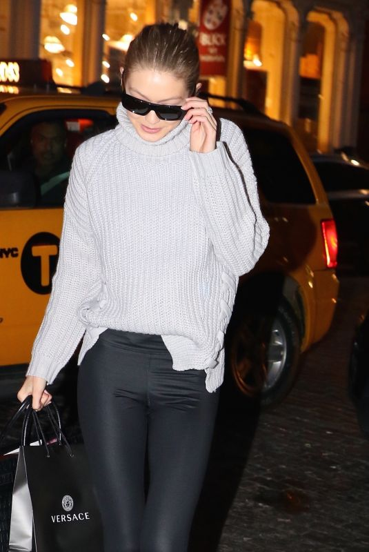 GIGI HADID Arrives at Her Home in New York 01/15/2018