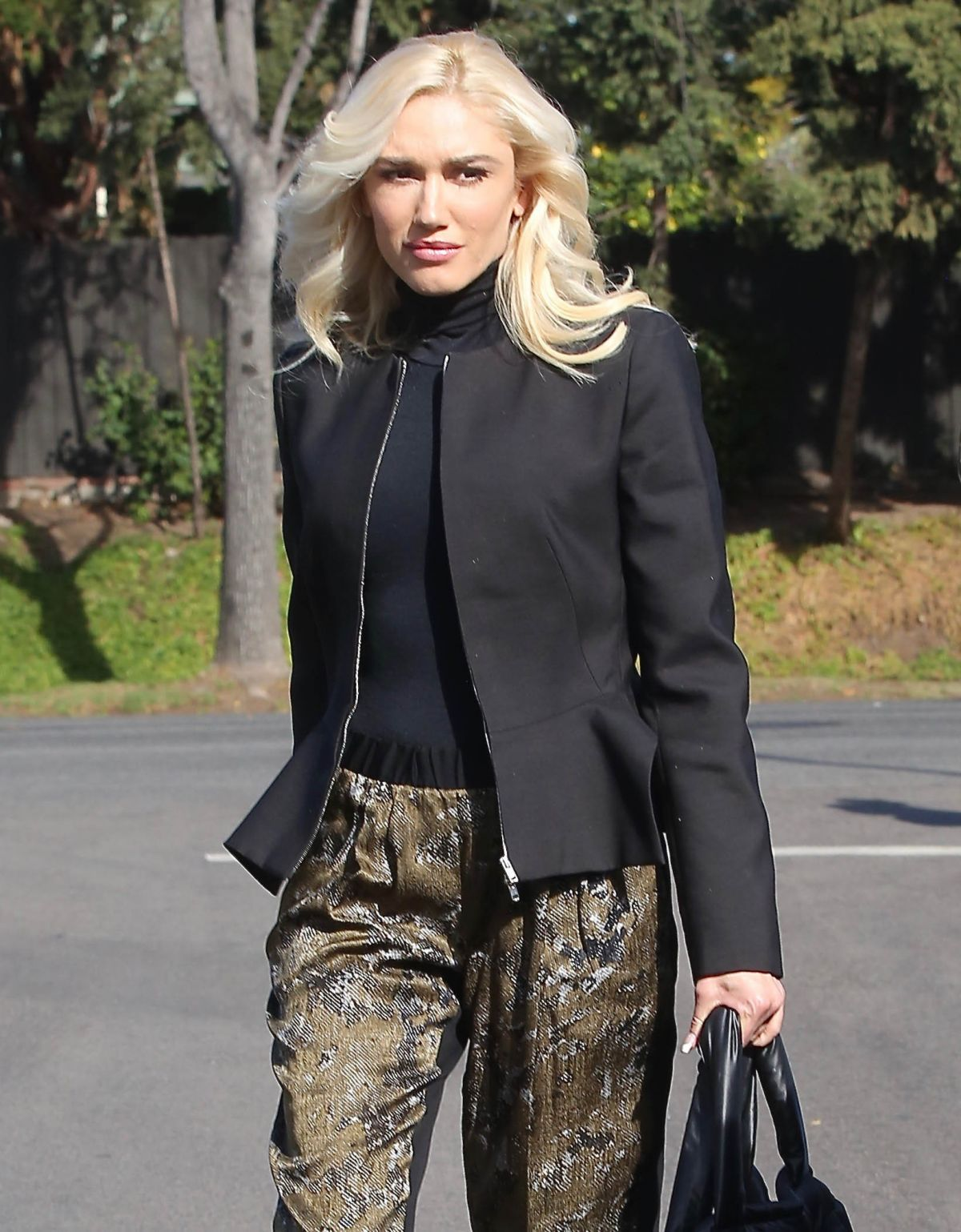 GWEN STEFANI Arrives at a Church in Los Angeles 01/14/2018 ... гвен стефани 2018