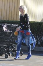 GWEN STEFANI Out Shopping in Los Angeles 01/11/2018
