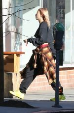 HAILEY BALDWIN Out and About in Beverly Hills 01/141/2018