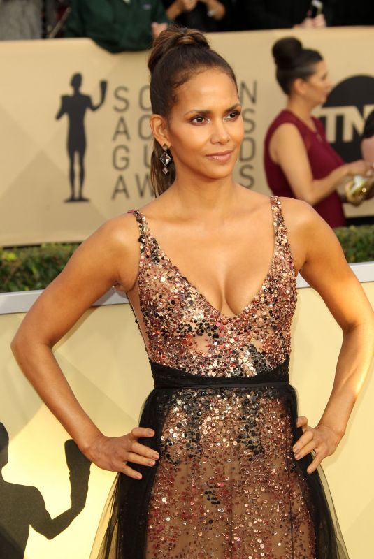 HALLE BERRY at Screen Actors Guild Awards 2018 in Los Angeles 01/21/2018