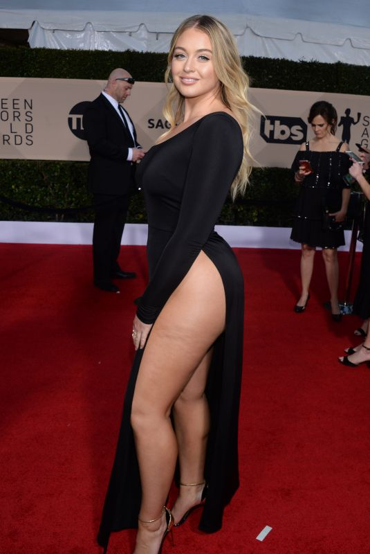 Model Iska Lawrence shows-off her cellulite at SAG Awards in LA