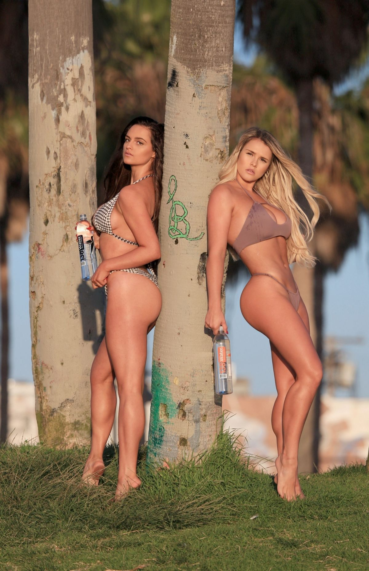 Jamie Leigh and Kinsey Wolanski 138 Water Bikini Photoshoot Pic 17 of 35