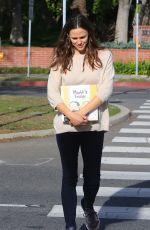 JENNIFER GARNER Leaves a Library in Brentwood 01/29/2018