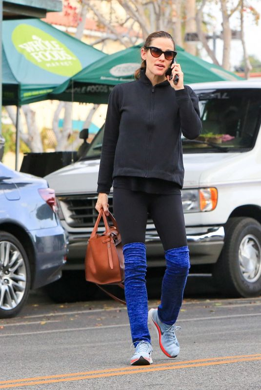 JENNIFER GARNER Out for a Coffee in Los Angeles 01/04/2018