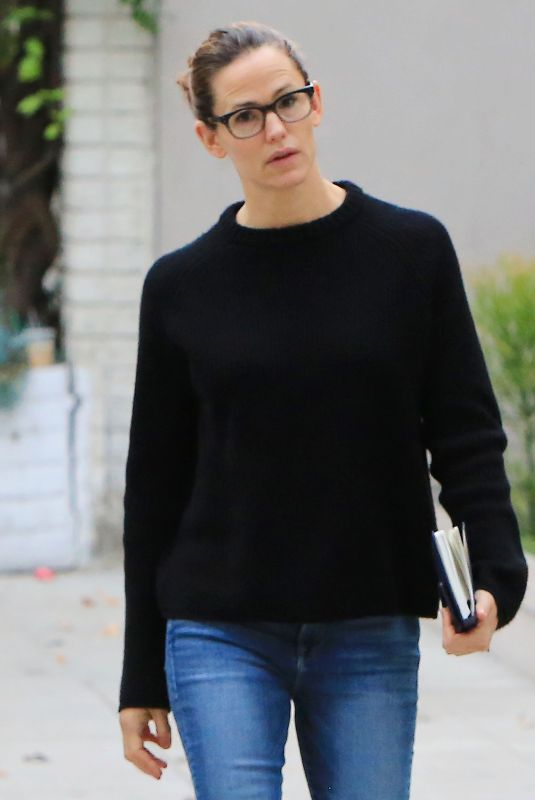 JENNIFER GARNER Out for Coffee in Los Angeles 01/19/2018