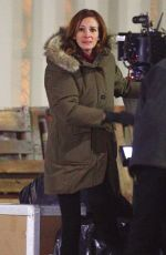 JULIA ROBERTS on the Set of Ben is Back in New York 01/20/2018